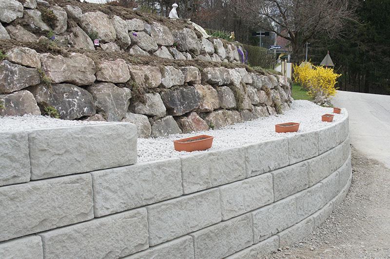 Referenzen | 6 natursteinmauer bepflanzt windischgarsten